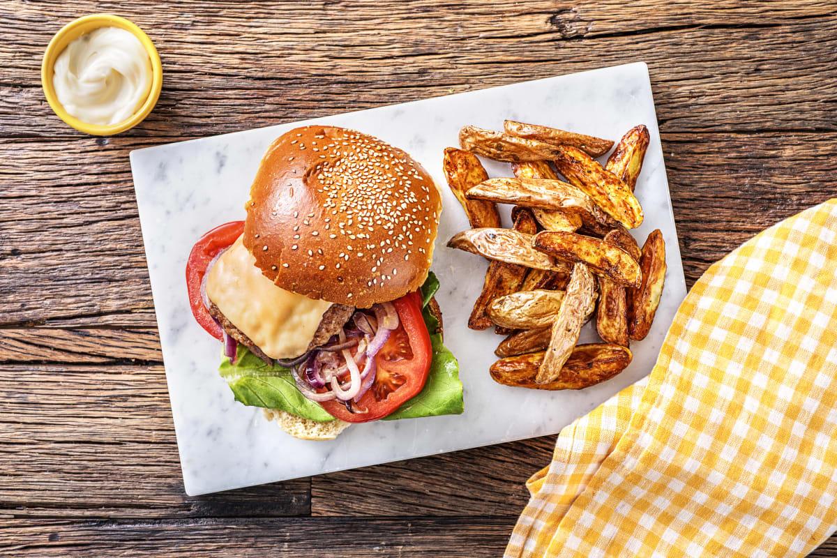 Cheeseburger à la tomate et au fromage vieux