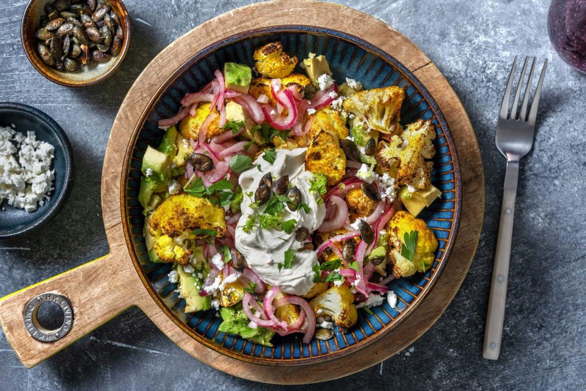 Chou-fleur rôti au curry & avocat en salade