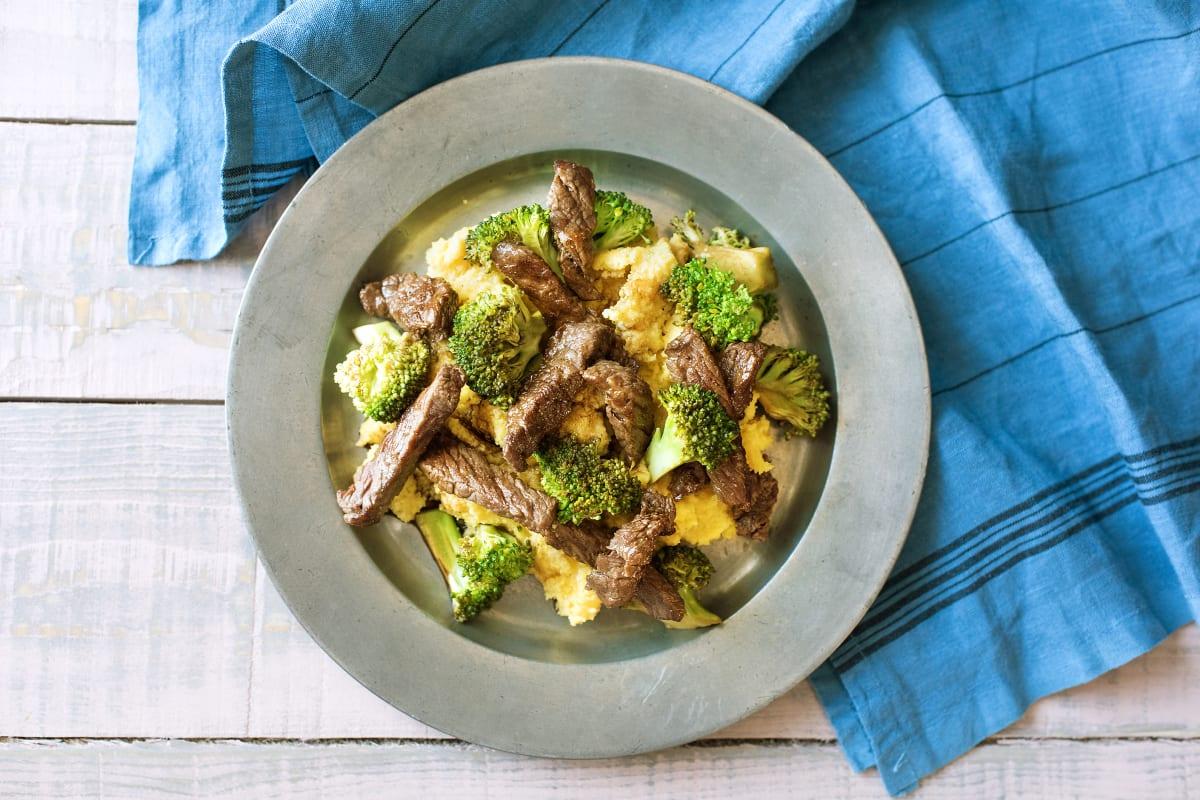 Gebratene Rumpsteak-Streifen mit Brokkoli