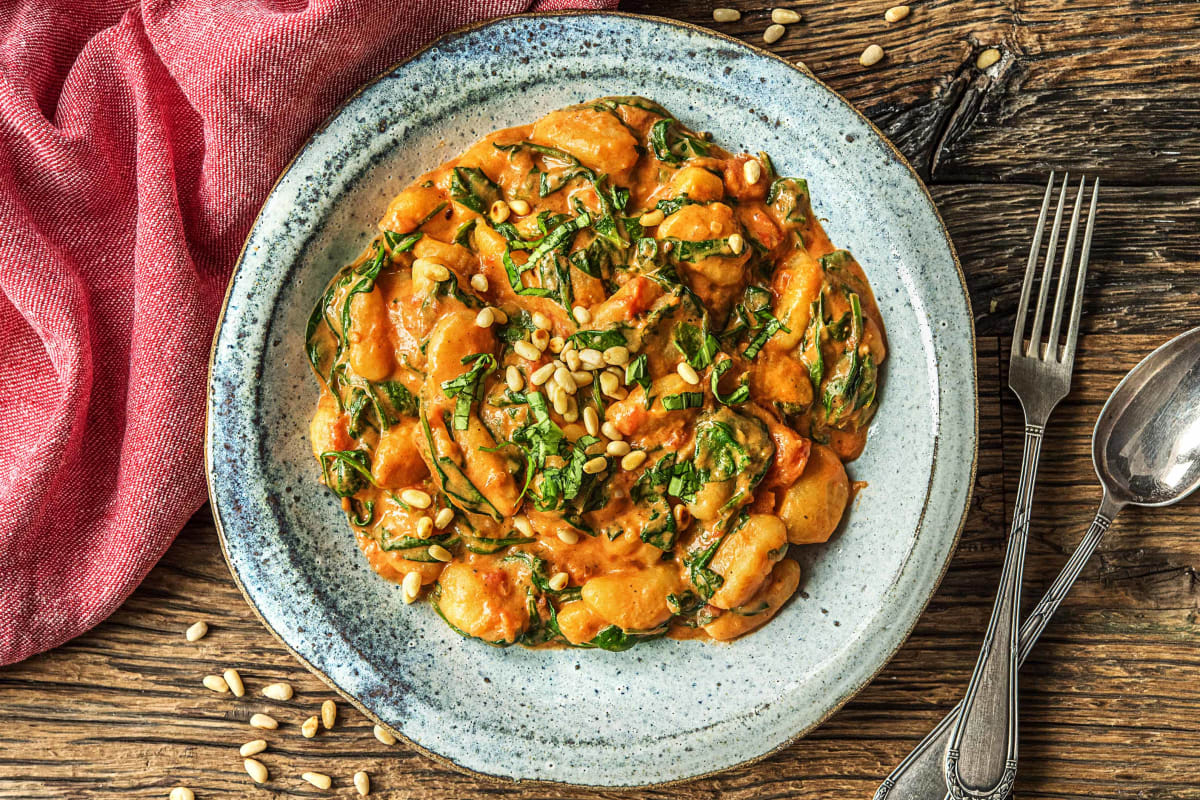 Gnocchi in spinazie-tomatensaus met geitenkaas