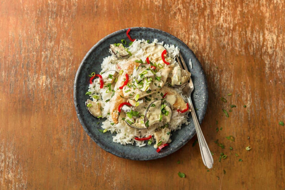 Grünes Kokos-Hähnchen-Curry mit Aubergine