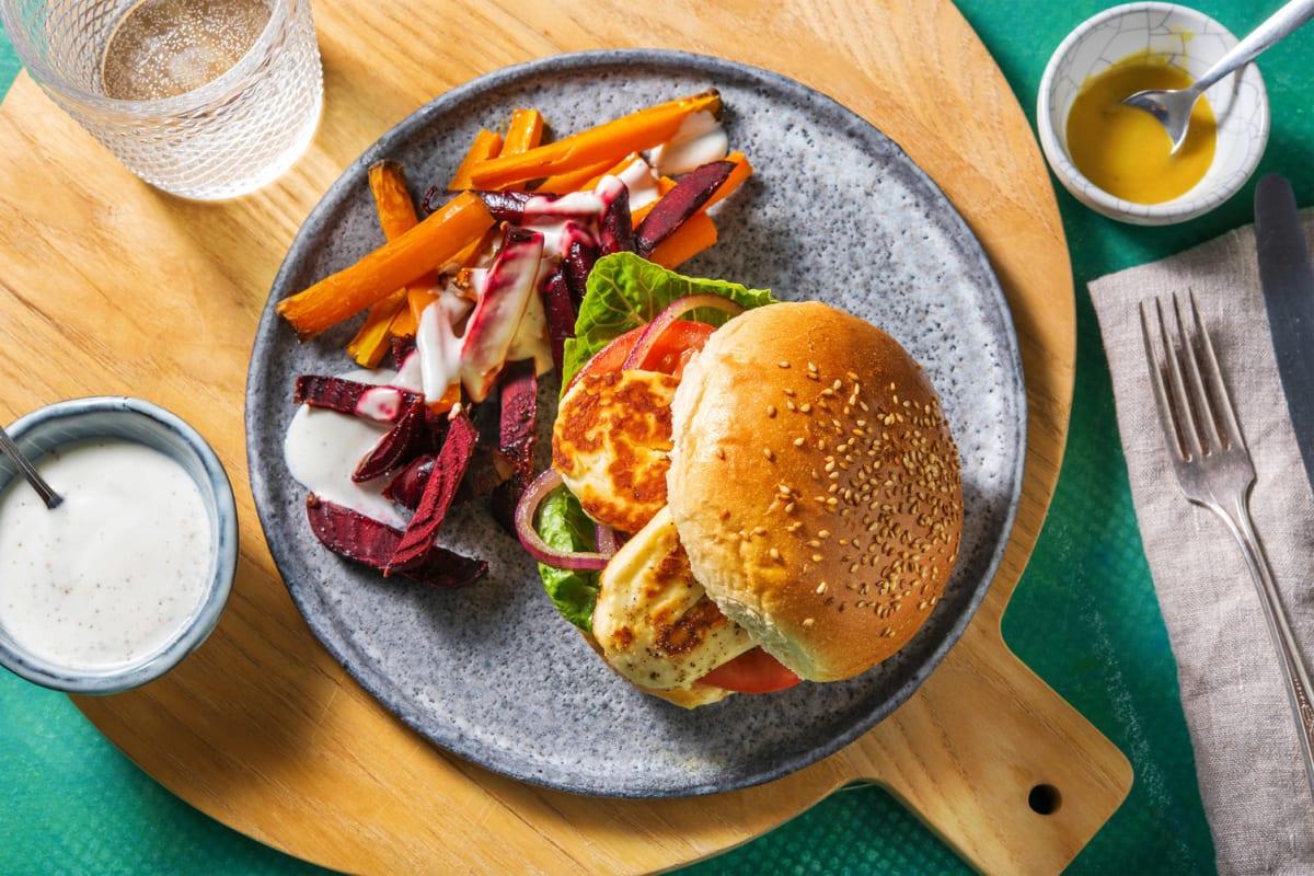 Halloumi-Burger mit Karotten-Beete-Sticks