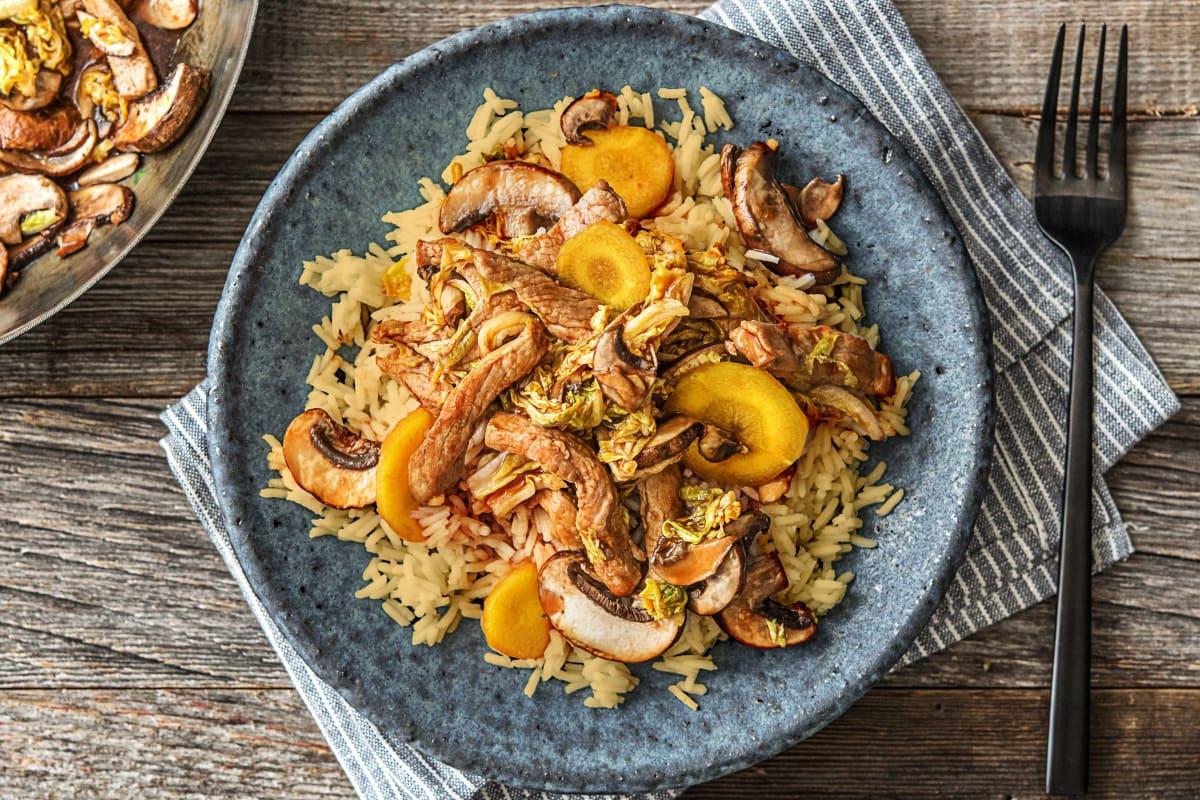 Indische rijst met varkenshaasreepjes, zoetzure saus, oosterse groenten