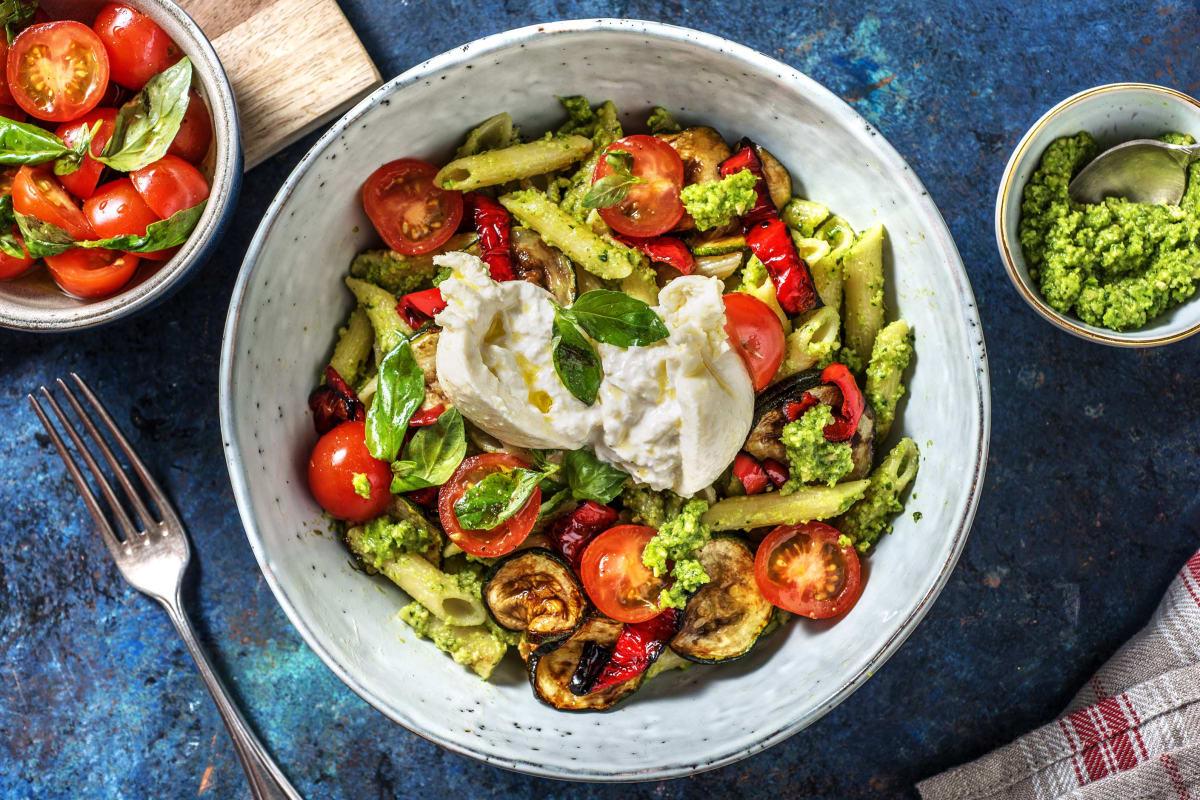 Italienische Pasta-Bowl mit Burrata selbst gemachtem Antipasti-Gemüse &  Basilikum-Pesto