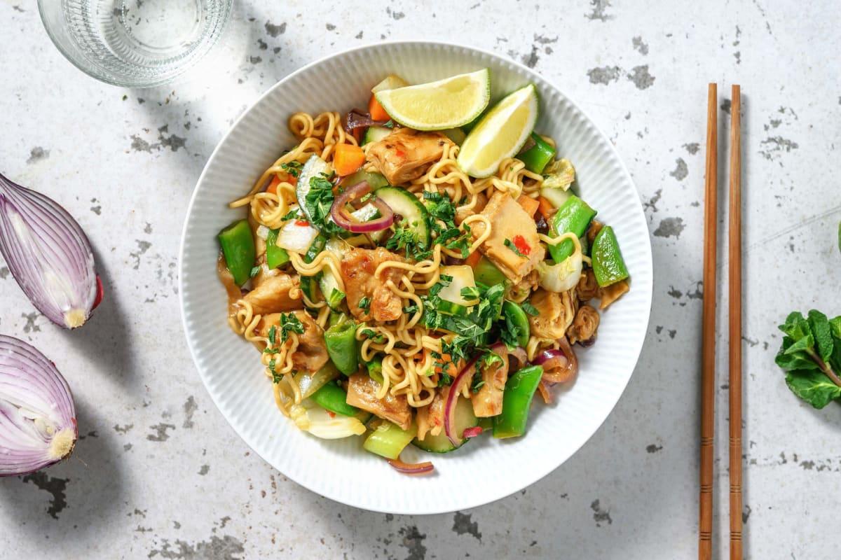 Oosterse noedels met vegetarische kipstukjes