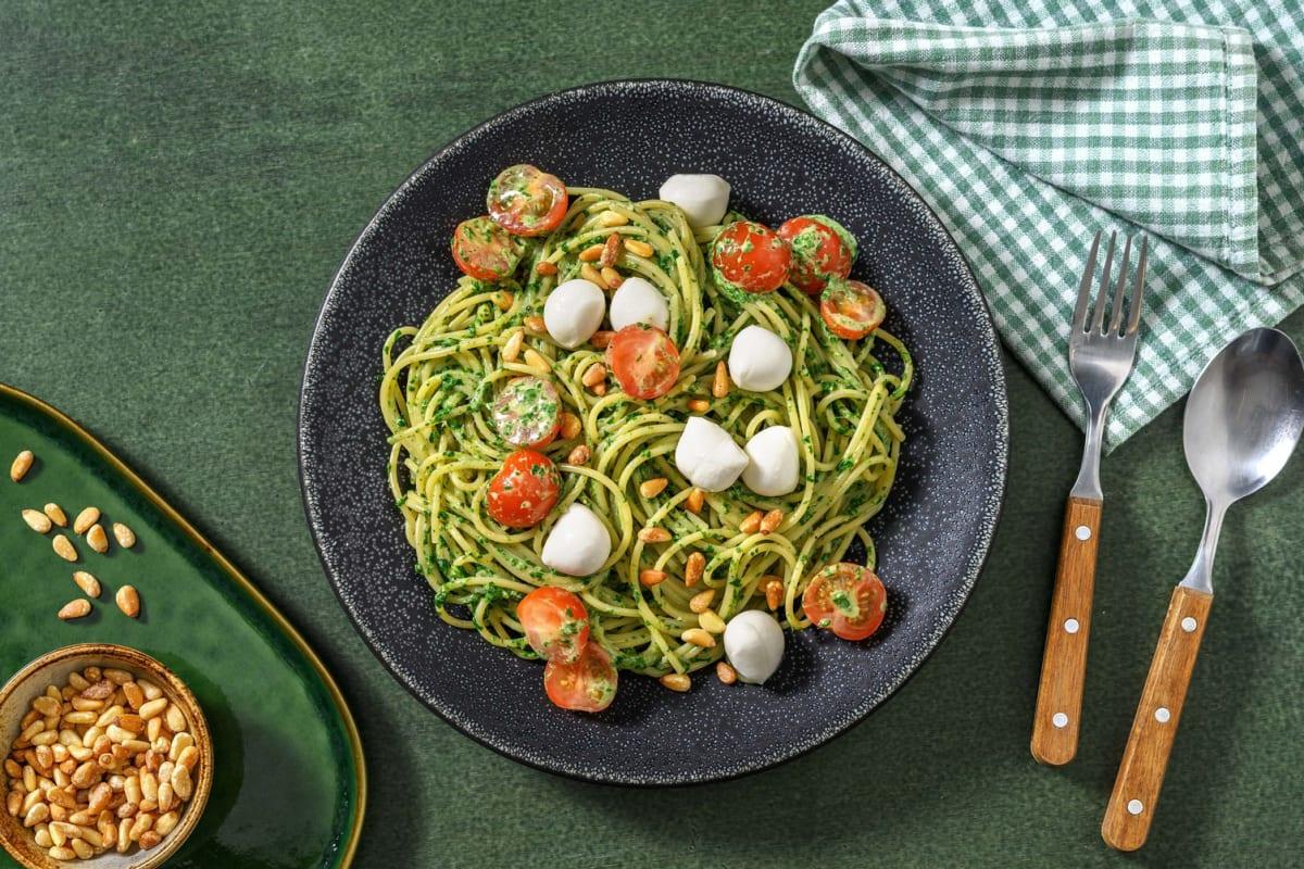 Popeye-Spaghetti mit Mozzarella-Konfetti