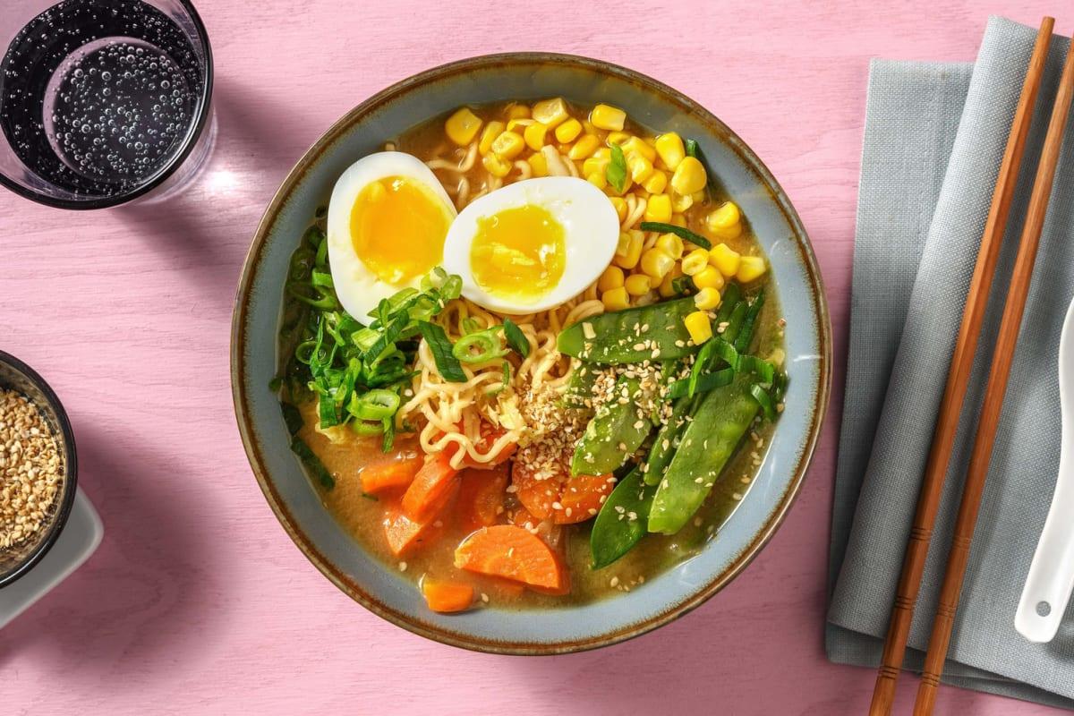 Miso-ramen met peultjes en een gekookt ei