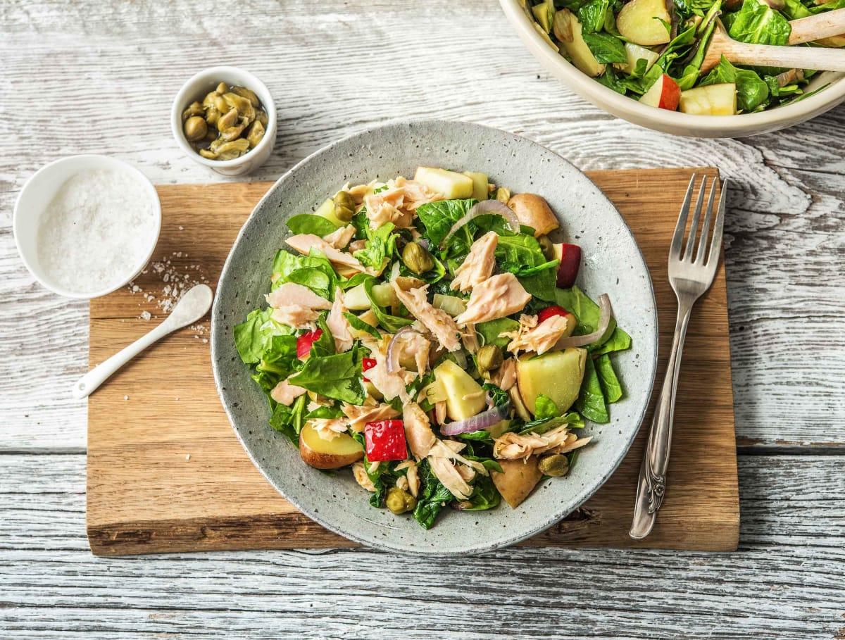 Salade van tonijn en cherrypotatoes met kappertjes, appel en gebakken groenten