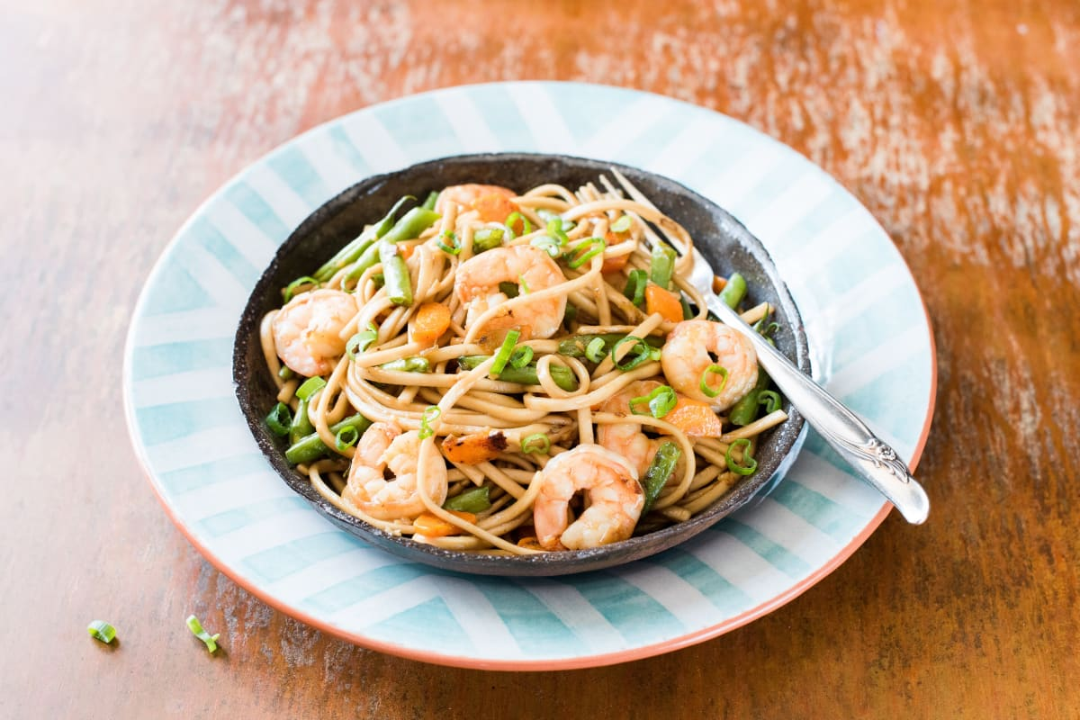Shrimp Udon with Green Beans and Carrots