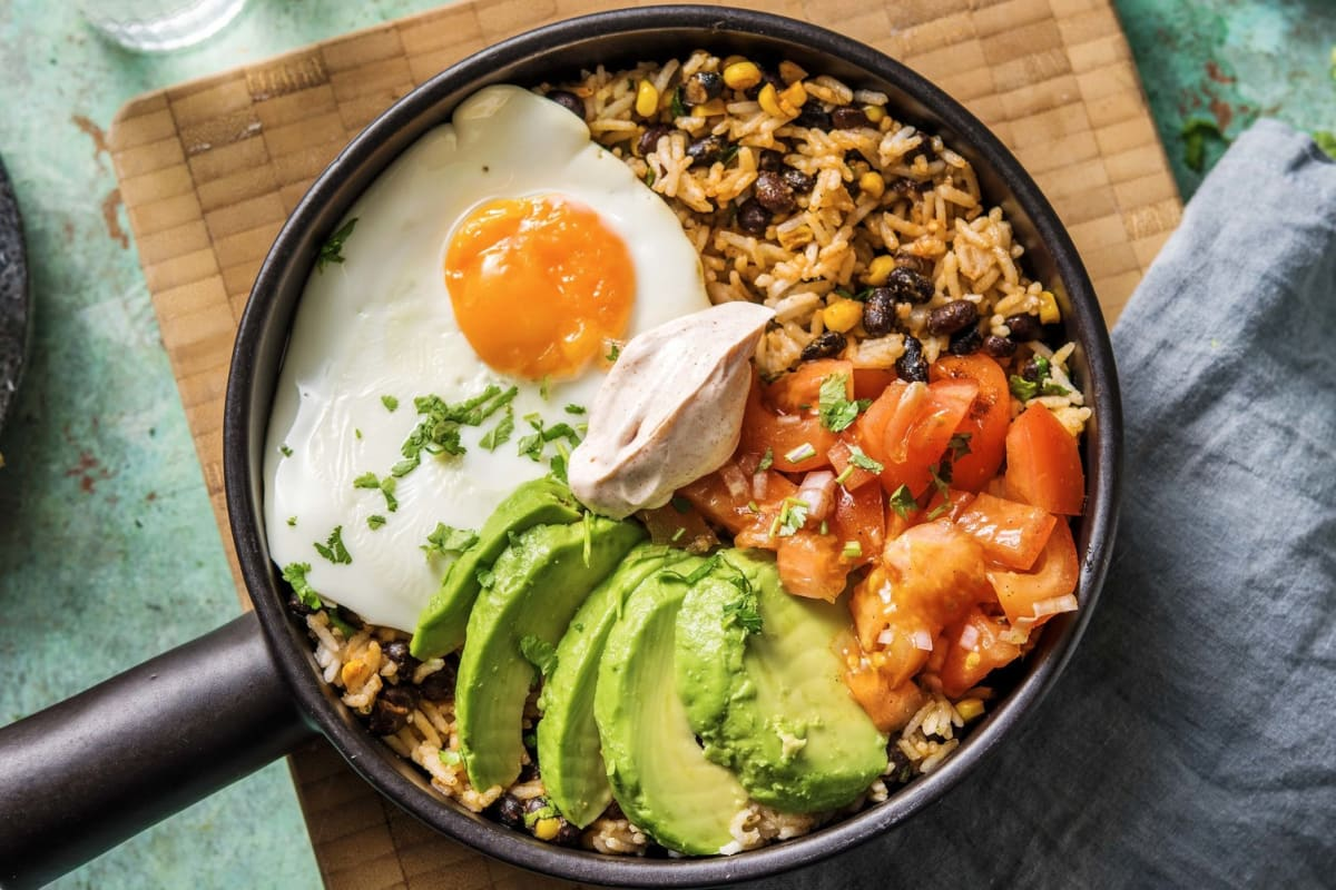 Snelle Mexicaanse bowl met avocado en ei