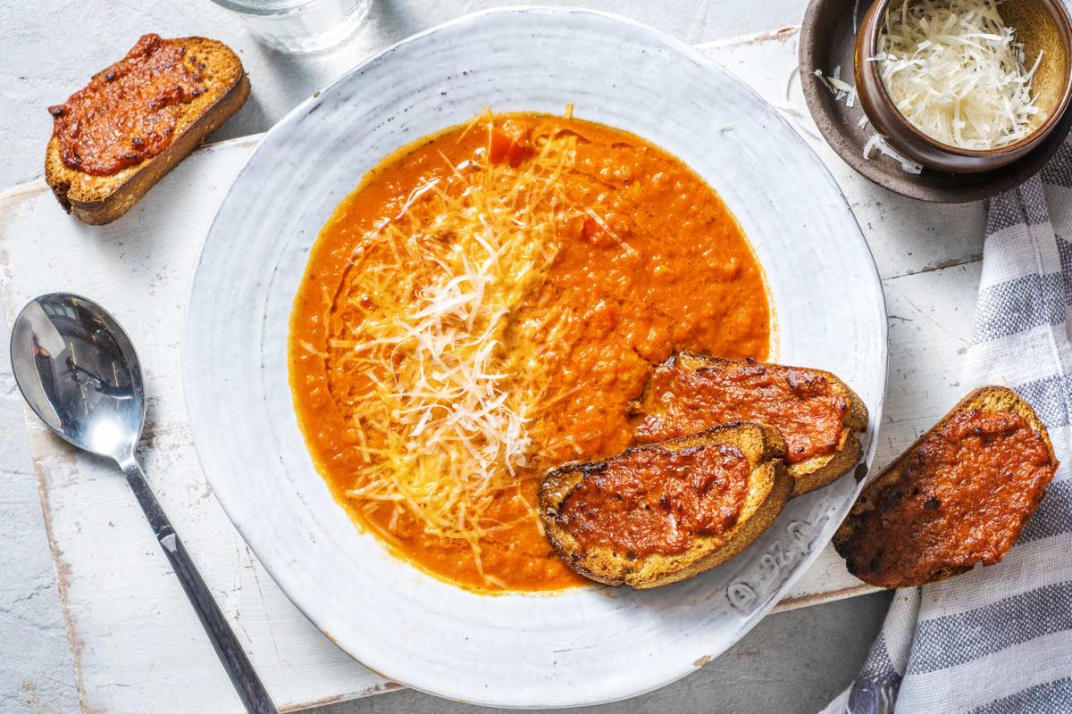 Tomatensoep en bruschetta's met paprikapesto