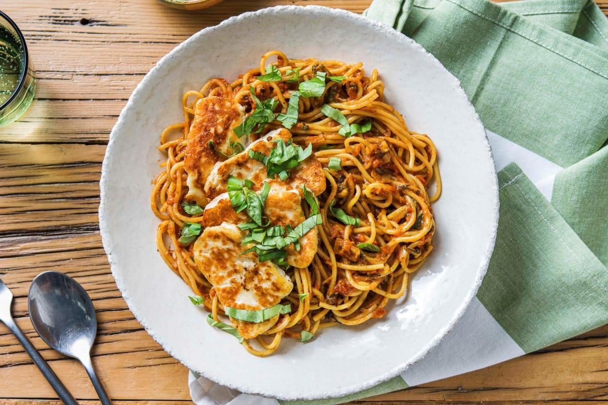 Spaghetti aux poivrons rôtis et au halloumi