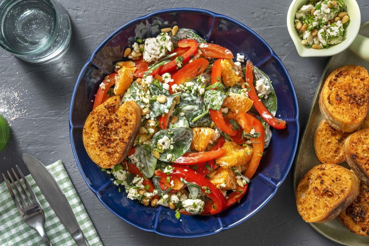 Spinatsalat mit Orange & Kräuter-Käse-Topping