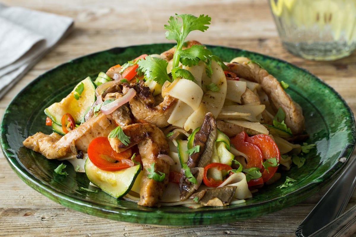 Thai-Street Food: Reisnudel-Bratpfanne