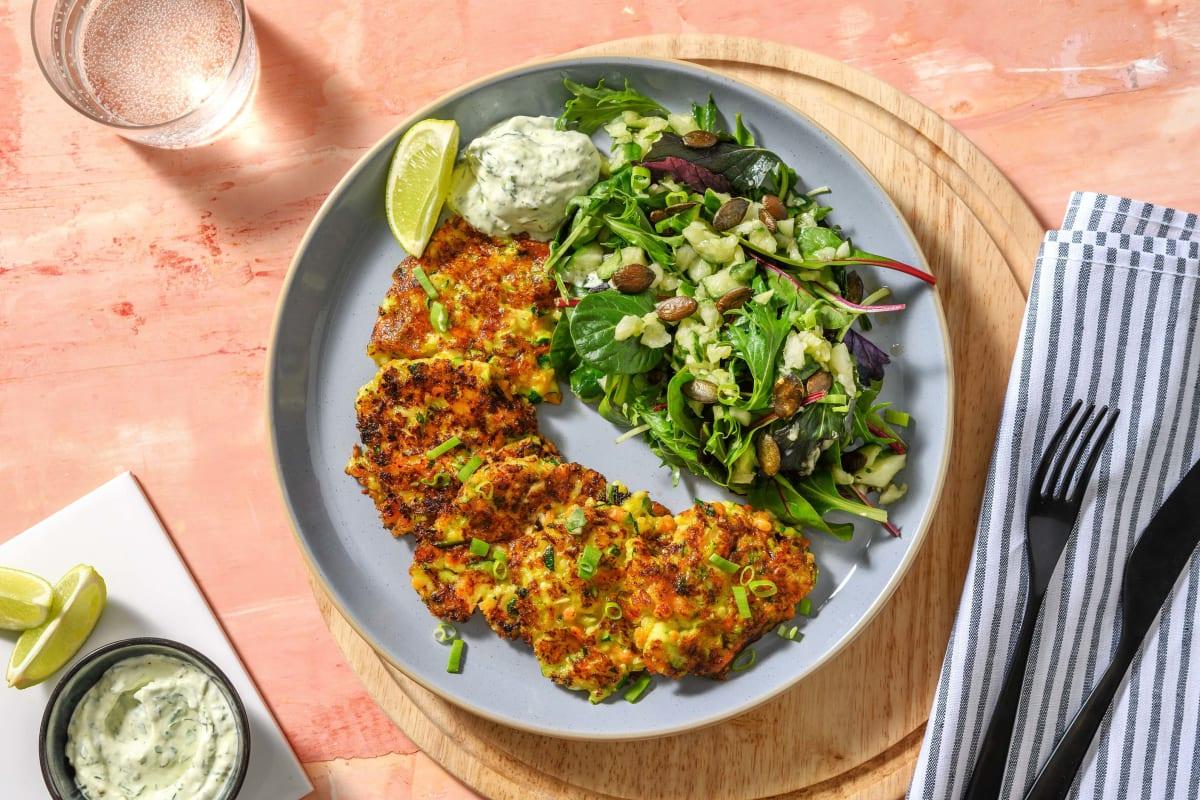 Zucchini-Käse-Puffer mit Petersilien-Dill-Dip