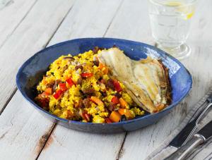Scholfilet met couscous, groenten en rozijnen-pittenmix image