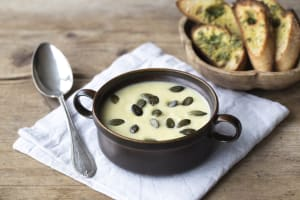 Cremige Petersilienwurzel-Lauch-Suppe image
