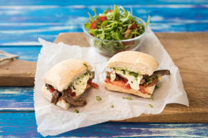 Rindfleisch-Burger mit Pesto image