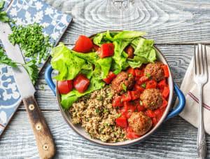Couscous met gehakballetjes, rode saus en frisse salade image