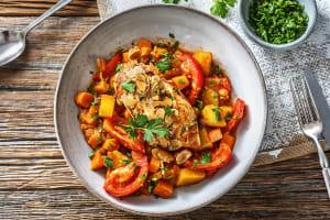 Filet de poulet et mijoté de légumes sucré et épicé image