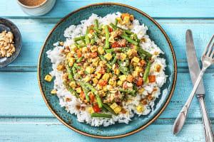 Tofu épicé, riz et sauce aux cacahuètes image