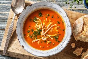 Soupe de tomate et de poivron au poulet effiloché image