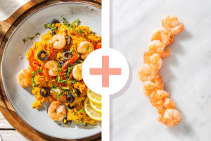Plat de riz à l'espagnole avec des crevettes en extra image