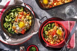 Plat de légumes avec des oeufs et de la feta image