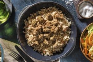Rendang servi avec du riz et du lait de coco image