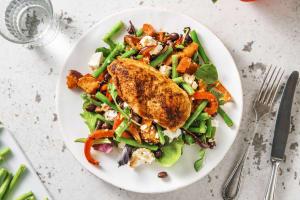 Filet de poulet et salade de légumes à la mexicaine image