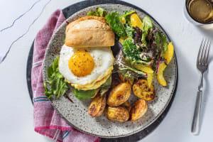 Burger végétarien, œuf au plat et sauce miel et moutarde image