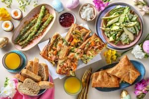 Brunch de Pâques: tarte saumon-courgettes, œufs à la coque, asperges et jus d'orange image