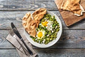 Chakchouka verte aux lentilles et au fromage grec image