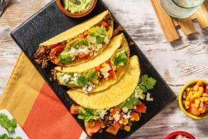Tacos  garnis de viande hachée et d'une sauce avocat-feta image