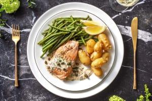 Filet de saumon poché et haricots verts image