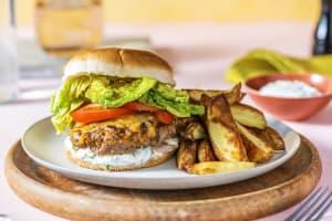 Cheeseburger mit Kartoffelspalten image