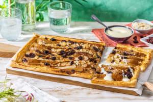 Tarte aux poires avec crème fraîche, canneberges et amandes effilées image
