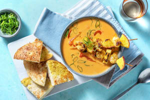 Karibische Suppe mit Apfel-Garnelen-Spießen image