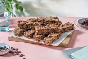 Barres d'avoine au chocolat, noix et canneberges image