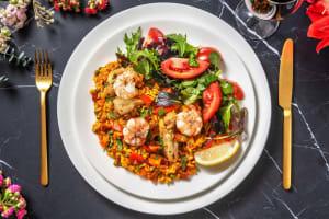 Paella garnie de grosses crevettes et de poulet image