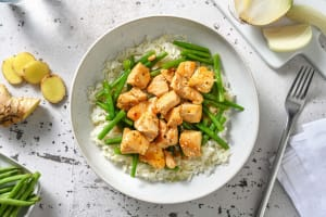 Poulet à l'asiatique aux haricots verts et au riz de chou-fleur image