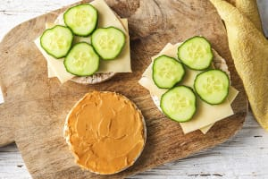 Galettes d'épeautre tartinées de beurre de cacahuètes image