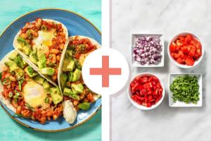 Double veggie - Huevos rancheros préparés avec des haricots cannellini et de l'avocat image