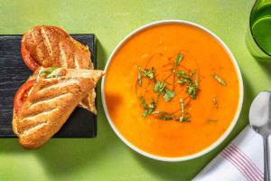 Tomatensoep met warm belegde demi-baguette image