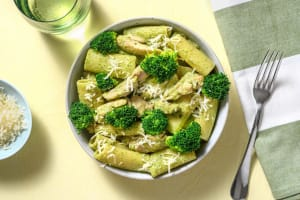 Rigatoni, émincés de poulet et brocoli en sauce crémeuse image