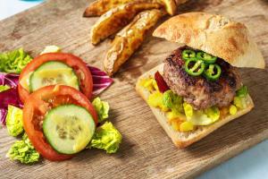 Burger limousin au piment vert piquant et au piccalilli image