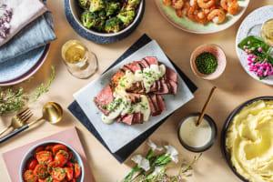 Terre et mer : crevettes et steak avec une purée de pommes de terre image