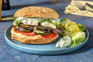 Fladenbrot-Burger mit gedämpften Halloumi image