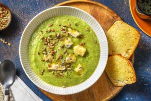 Fluweelzachte broccolisoep met pittige blauwe kaas image