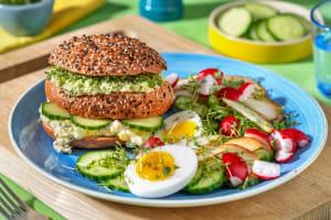 Smörgåstårta met zelfgemaakte eiersalade image